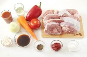 Индюшатина с овощами в томатном соусе - фото шаг 1