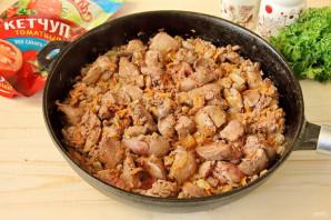 Куриная печень в томатном соусе с кетчупом - фото шаг 5