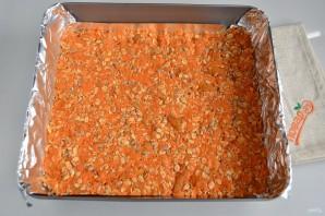 Морковные квадратики с курагой, семечками и овсяными хлопьями - фото шаг 4