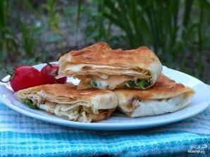 Конвертики из лаваша с сыром и зеленью - фото шаг 7