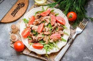 Салат с рукколой и индейкой