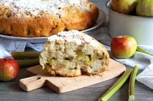 Пирог с ревенем и яблоками в мультиварке