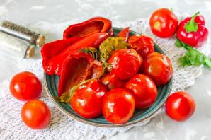 Соленые помидоры с перцем - фото шаг 9