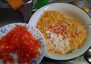 Крабовый салат с чесноком - фото шаг 6