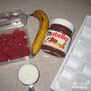 Бананово-малиновый смузи - фото шаг 1