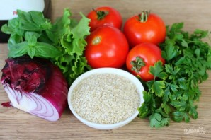 Салат из помидоров с красным луком и кунжутом - фото шаг 1