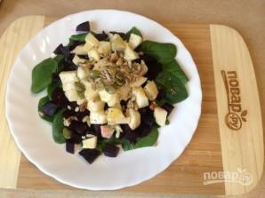 Салат из свеклы с яблоками и шпинатом - фото шаг 6