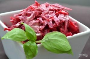 Салат из отварной свеклы и чеснока - фото шаг 6