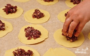 Самса из слоеного теста с мясом - фото шаг 4