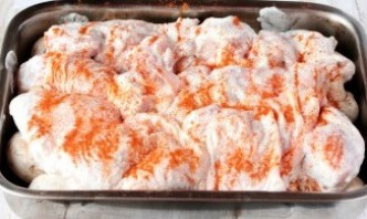 Курица в сметане в духовке - фото шаг 6
