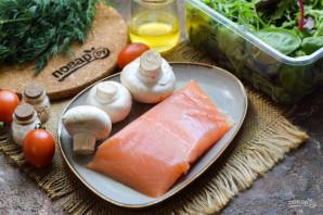 Салат с красной рыбой и шампиньонами - фото шаг 1