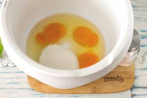 Бисквит без разделения яиц - фото шаг 2