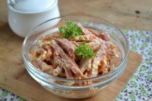 Салат с морковкой и колбасой - фото шаг 5