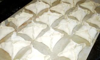 Пирожки с колбасой и сыром - фото шаг 4
