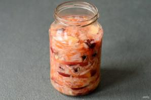 Квашеная капуста с клюквой и яблоками - фото шаг 8