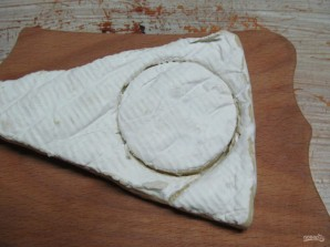 Камамбер в хлебном горшочке с картофелем - фото шаг 3