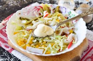 Крабовый салат с соленым огурцом - фото шаг 8