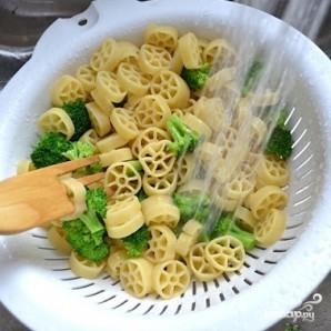 Овощной салат с макаронами - фото шаг 9