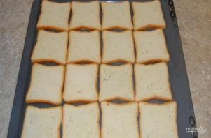 Бутерброды горячие с колбасой и сыром - фото шаг 1