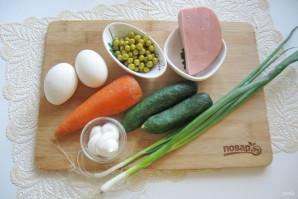 Салат с горошком, яйцами и колбасой - фото шаг 1