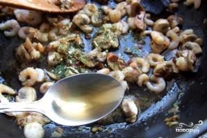 Креветки с грибами - фото шаг 4
