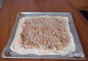 Пирог из пирожкового теста с консервой - фото шаг 6