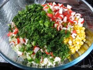 Салат из крабовых палочек и капусты с укропом - фото шаг 4