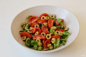 Салат с брюссельской капустой и помидорами - фото шаг 3