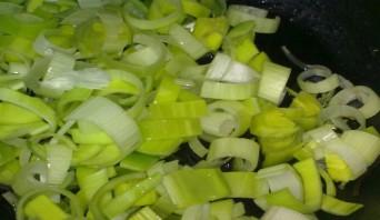 Картофельный суп с луком-пореем - фото шаг 1