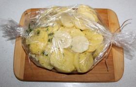 Говядина в рукаве с картошкой - фото шаг 5