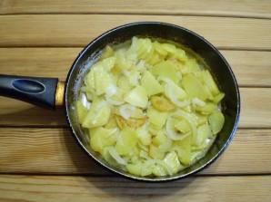 Жареная картошка с луком - фото шаг 7