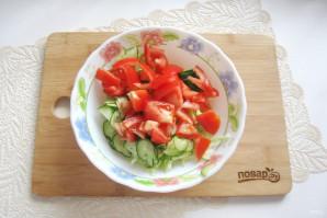 Овощной салат с капустой, помидорами, огурцами и зеленью - фото шаг 4
