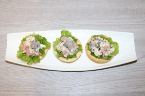 Салат с курицей в тарталетках - фото шаг 7