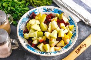 Салат из свеклы с фасолью и яблоком - фото шаг 5