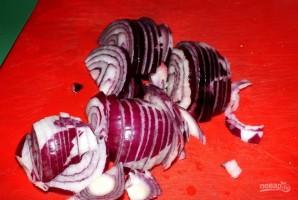 Крылышки в минералке на луковой подушке - фото шаг 2