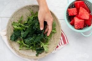 Салат с зеленью, арбузом и фетой - фото шаг 2