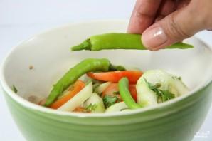 Салат из огурцов и лука - фото шаг 4