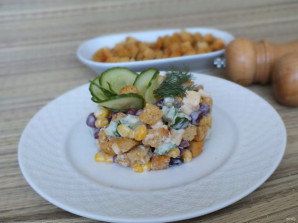 Салат с кириешками и огурцами - фото шаг 6