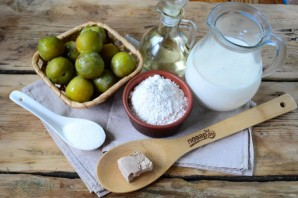 Пирожки со сливой на сковороде - фото шаг 1