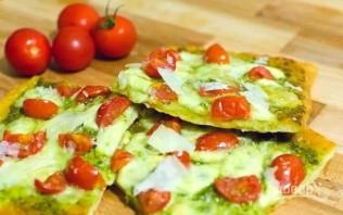 Пицца с песто и томатами - фото шаг 3