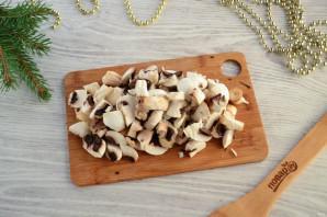 Слоеный салат «Мышка» с грибами и сыром - фото шаг 3