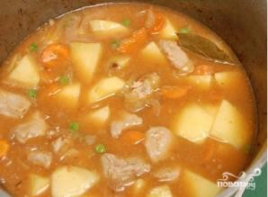 Тушеная картошка с мясом в духовке - фото шаг 8