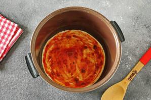Пицца из слоеного теста в мультиварке - фото шаг 5