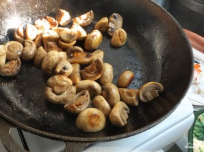Салат из спаржи с грибами - фото шаг 5