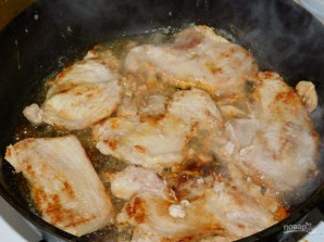Свинина в сливочно-грибном соусе - фото шаг 1