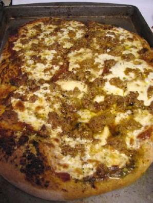 Пицца с колбасой - фото шаг 17