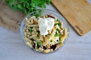 Салат с фасолью, грибами и сухариками - фото шаг 7