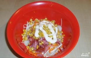 Салат из свежей капусты и копченой колбасы - фото шаг 6