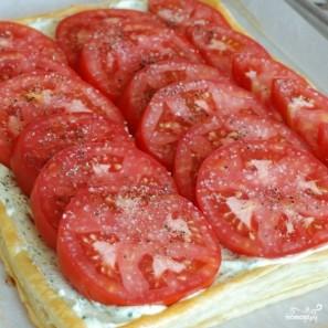 Пирог из слоеного теста с помидорами и базиликом - фото шаг 17