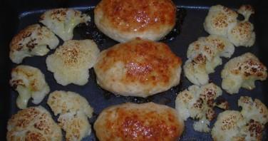 Куриная грудка с цветной капустой в духовке - фото шаг 9